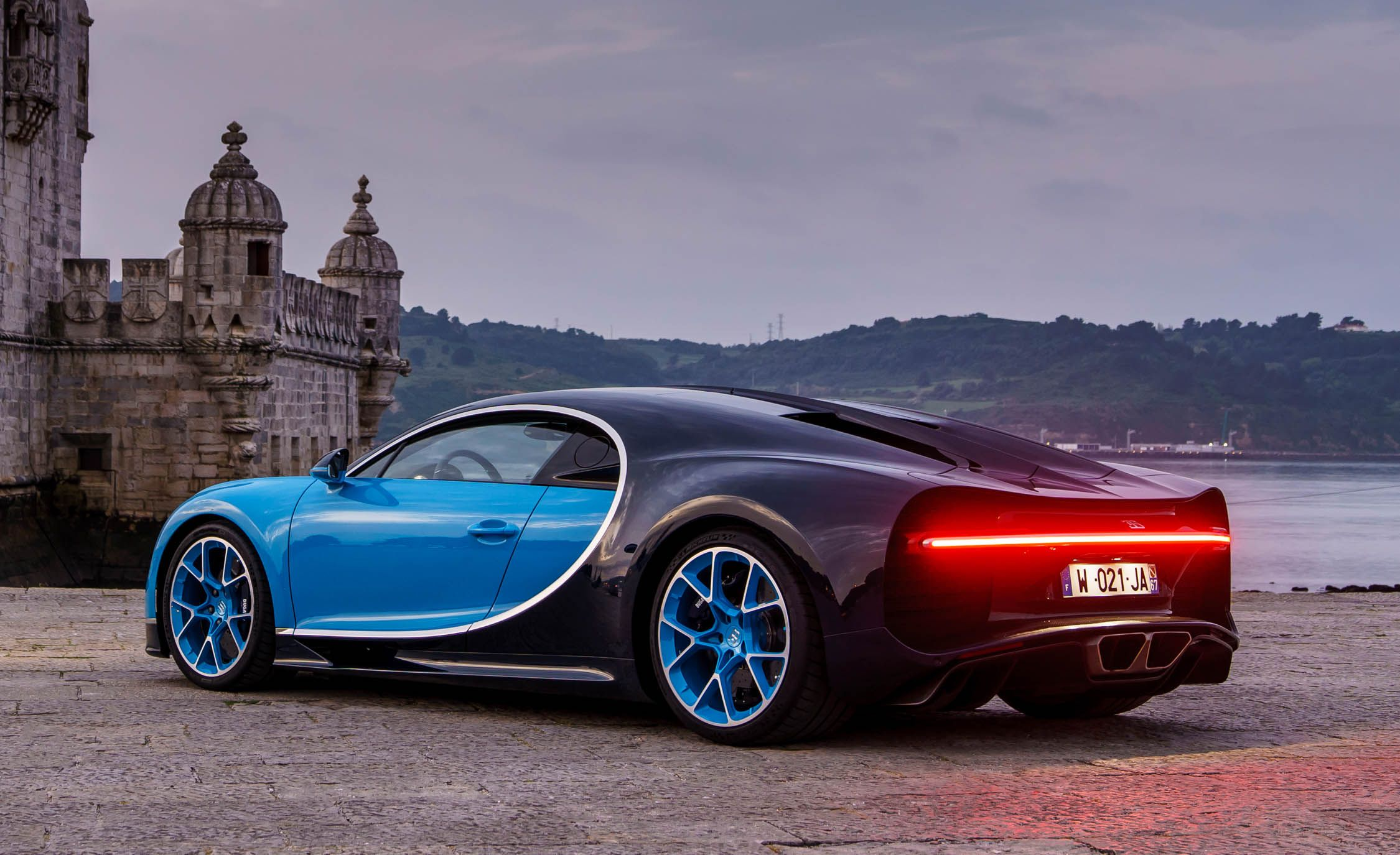 Bugatti chiron specification
