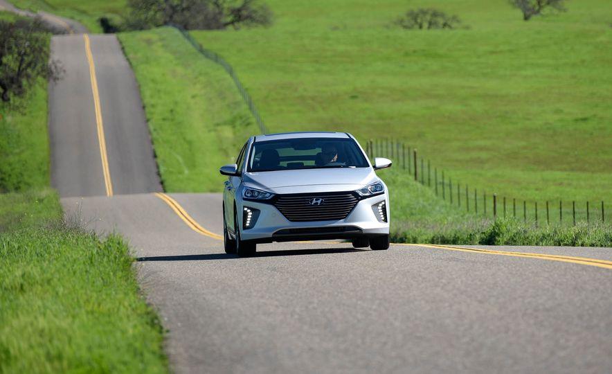 2018 Hyundai Ioniq plug-in hybrid - Slide 2