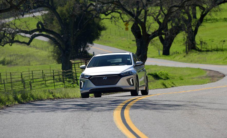 2018 Hyundai Ioniq plug-in hybrid - Slide 3