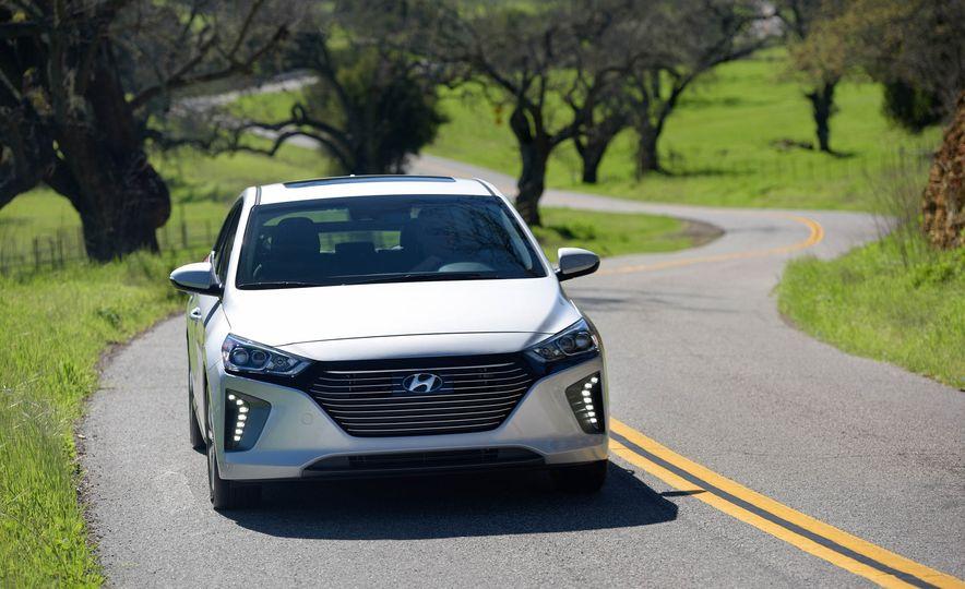 2018 Hyundai Ioniq plug-in hybrid - Slide 4