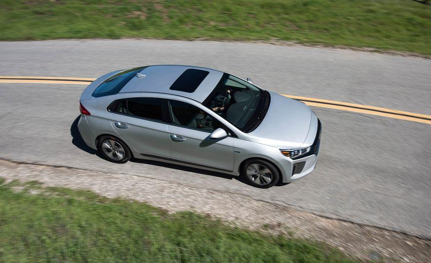 2018 Hyundai Ioniq plug-in hybrid - Slide 6