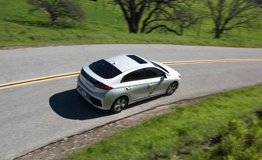 2018 Hyundai Ioniq plug-in hybrid - Slide 7