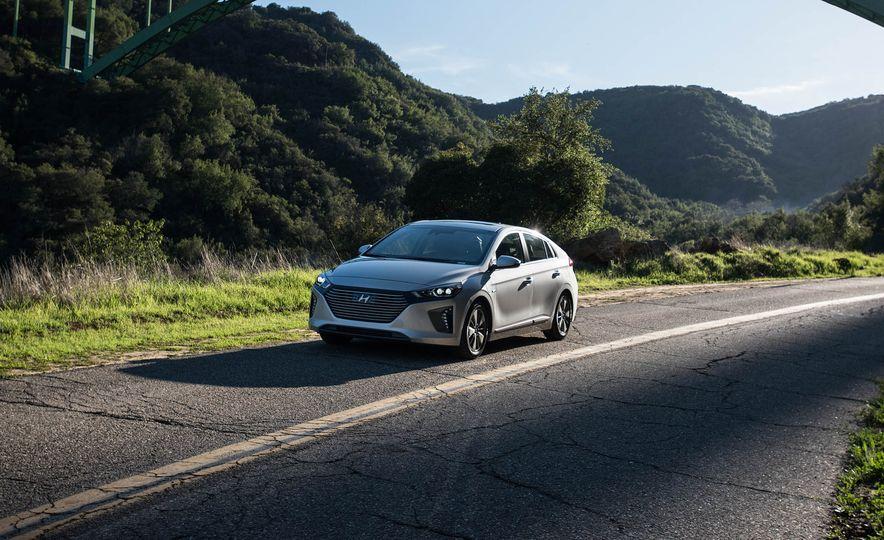 2018 Hyundai Ioniq plug-in hybrid - Slide 11