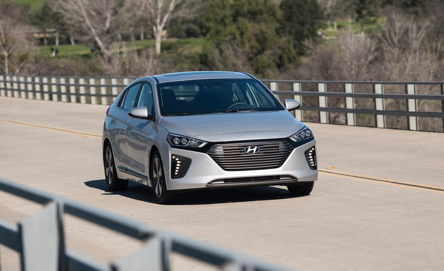 2018 Hyundai Ioniq plug-in hybrid - Slide 14