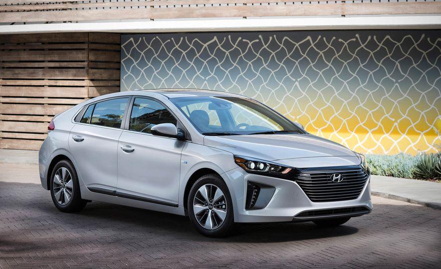 2018 Hyundai Ioniq plug-in hybrid - Slide 16