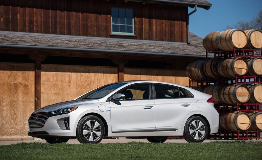 2018 Hyundai Ioniq plug-in hybrid - Slide 18