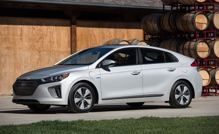 2018 Hyundai Ioniq plug-in hybrid - Slide 19