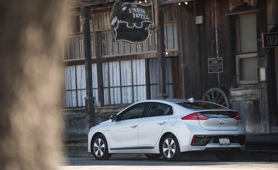 2018 Hyundai Ioniq plug-in hybrid - Slide 22
