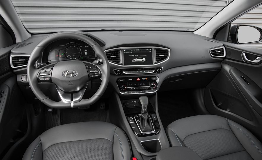 2018 Hyundai Ioniq plug-in hybrid - Slide 28