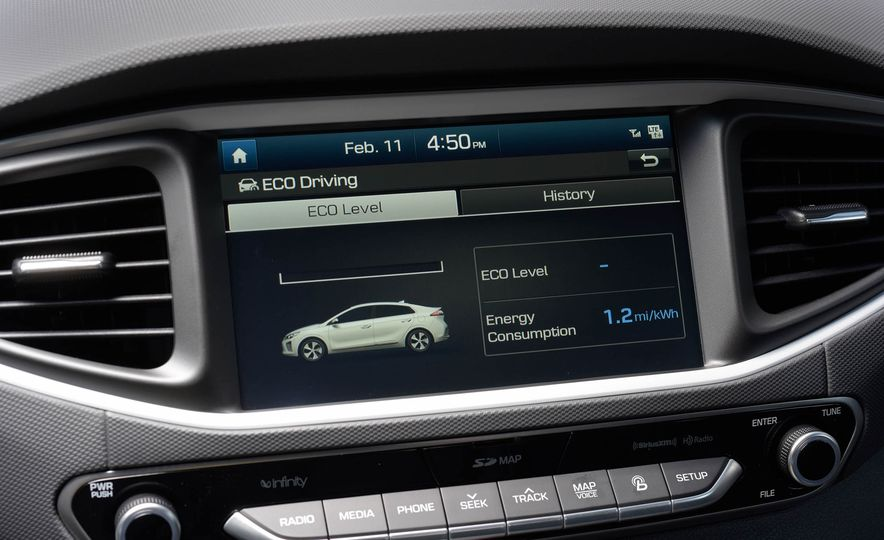 2018 Hyundai Ioniq plug-in hybrid - Slide 32