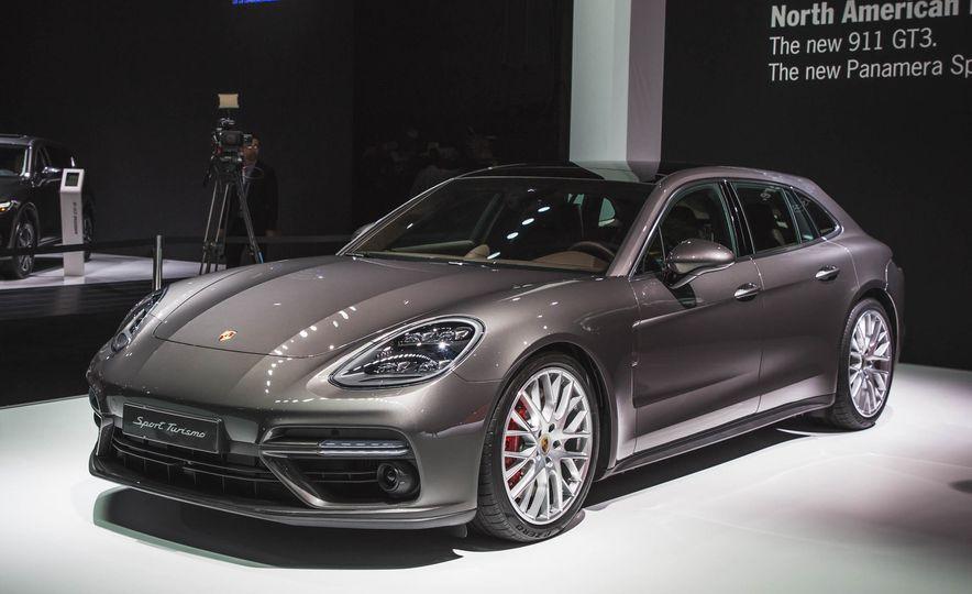 2018 Porsche Panamera Sport Turismo - Slide 2