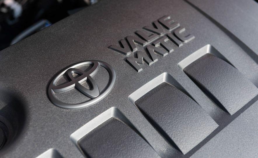 2018 Toyota C-HR - Slide 32