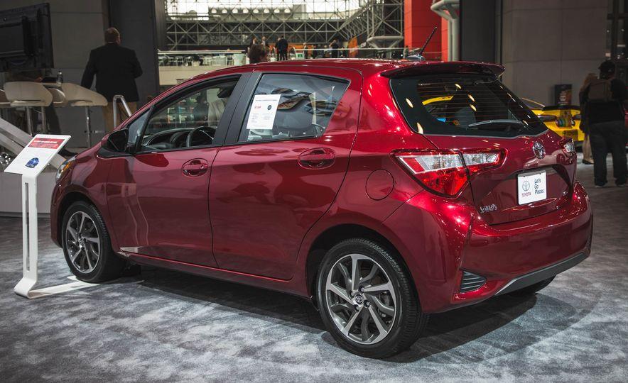 2018 Toyota Yaris - Slide 3
