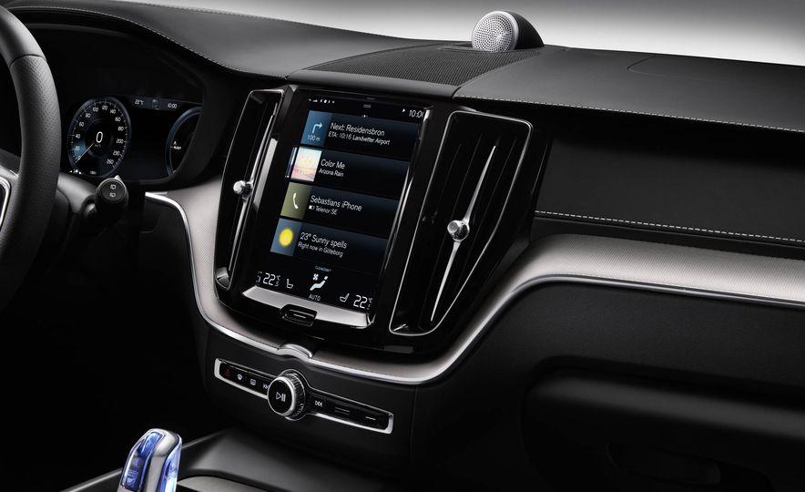 2018-Volvo-XC60-PLACEMENT - Slide 11