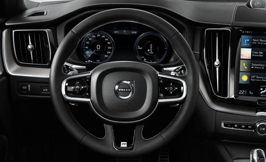 2018-Volvo-XC60-PLACEMENT - Slide 14