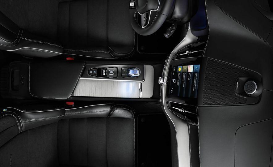 2018-Volvo-XC60-PLACEMENT - Slide 12