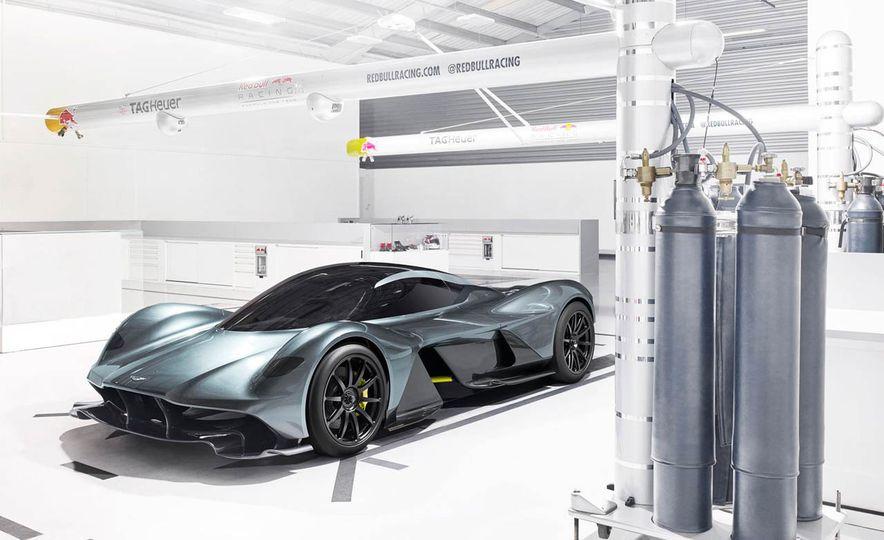 Aston Martin Valkyrie - Slide 1