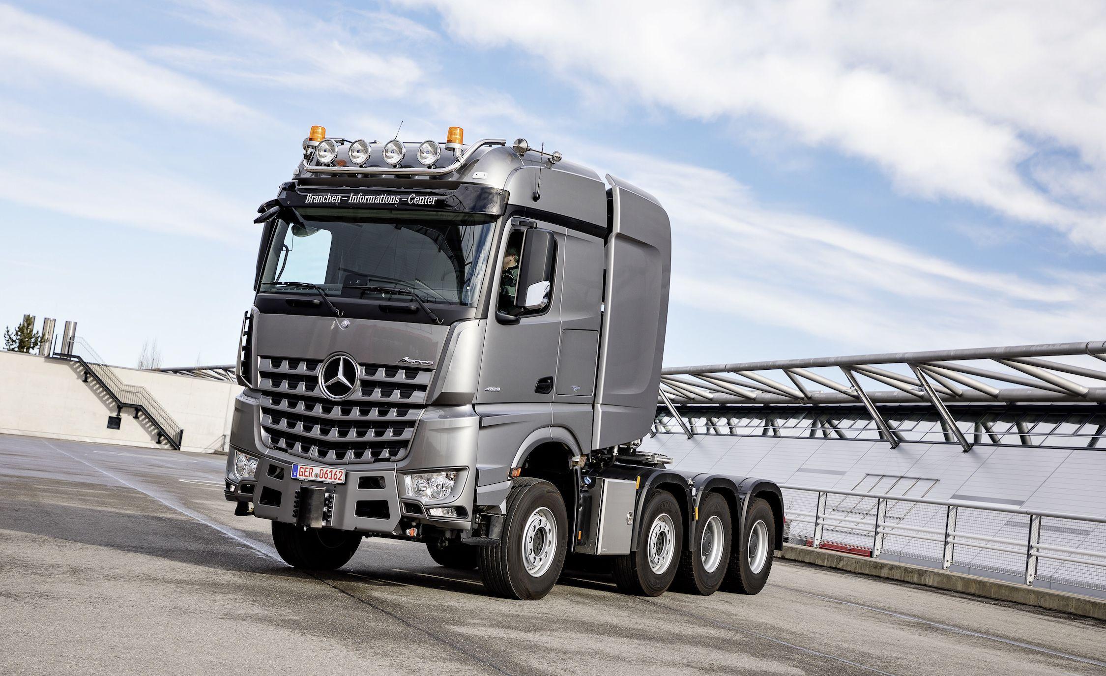 Lastkraftwagen Mercedes Benz Truck Division Represents At