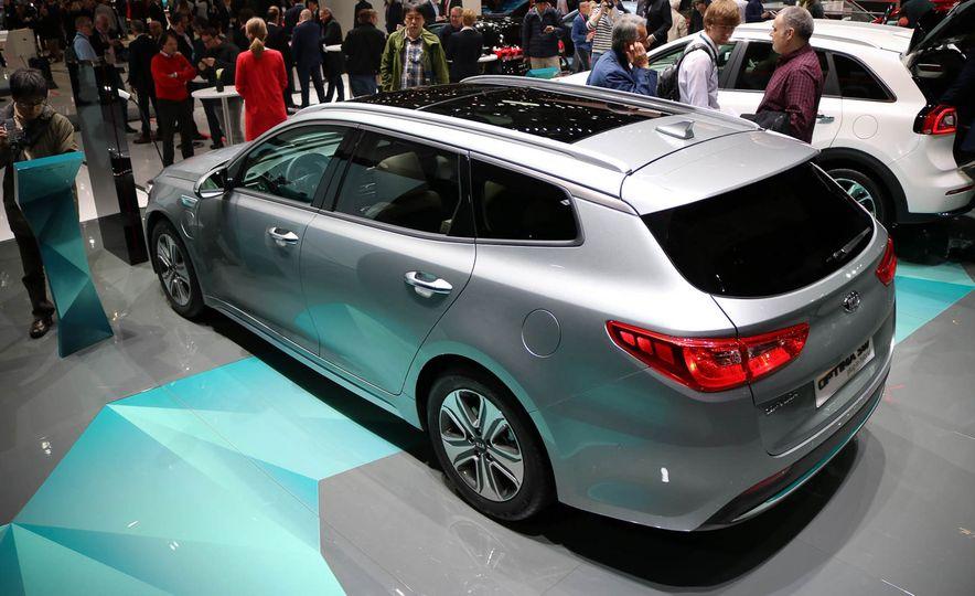 Kia Optima Sportswagon plug-in hybrid - Slide 3