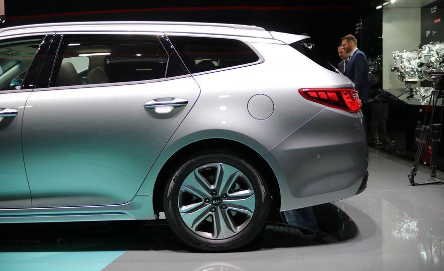 Kia Optima Sportswagon plug-in hybrid - Slide 4