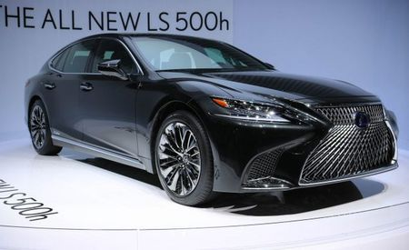 2018 Lexus LS500h Hybrid Debuts, Searches for Increased Fuel Economy and Relevance