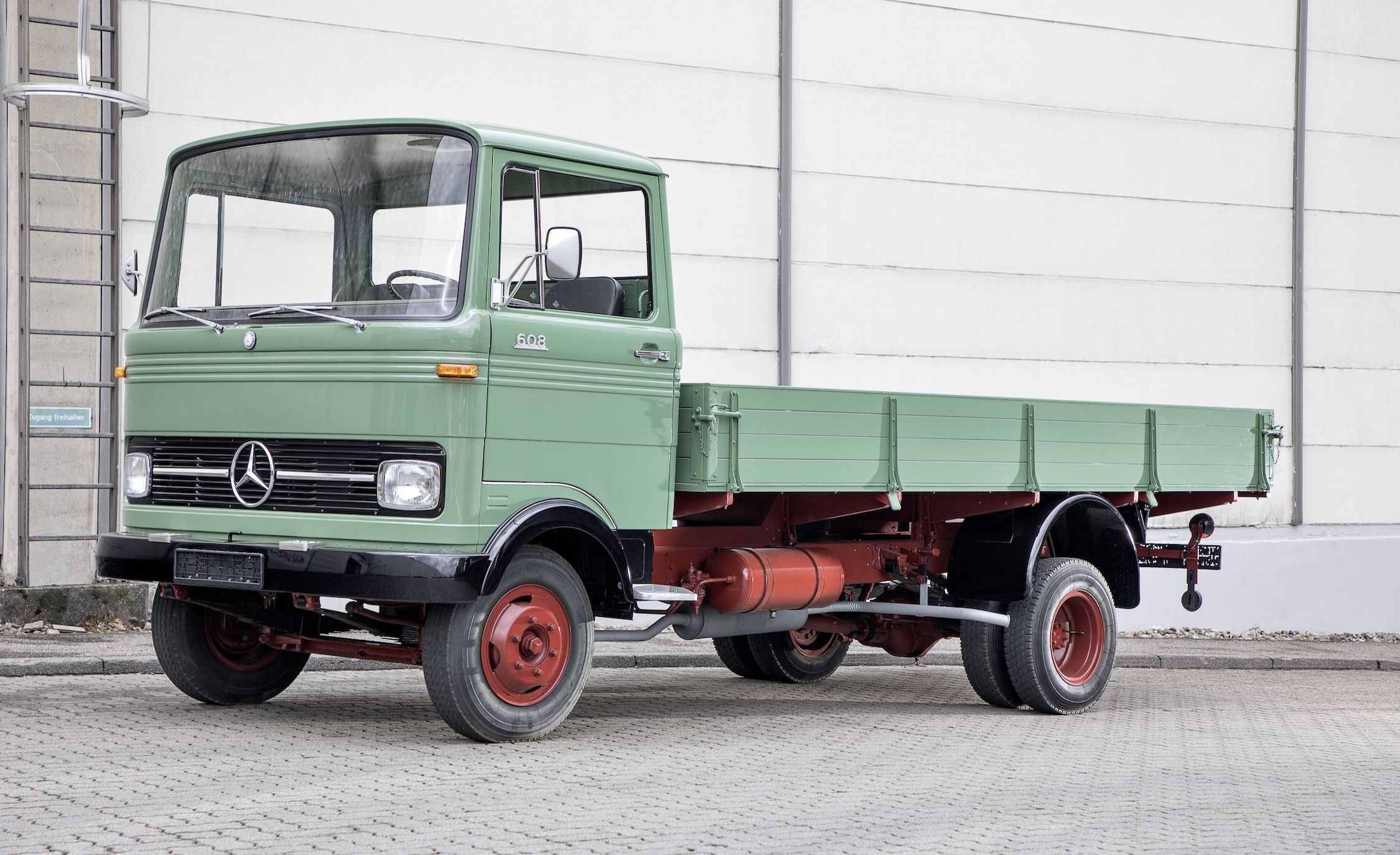 Used mercedes benz trucks for sale in germany my for Used mercedes benz trucks for sale in germany