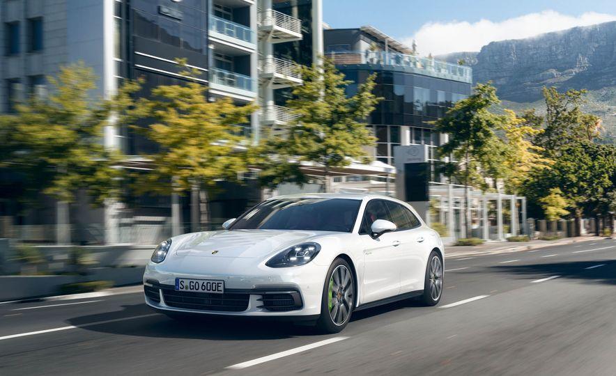 2018 Porsche Panamera Sport Turismo - Slide 12