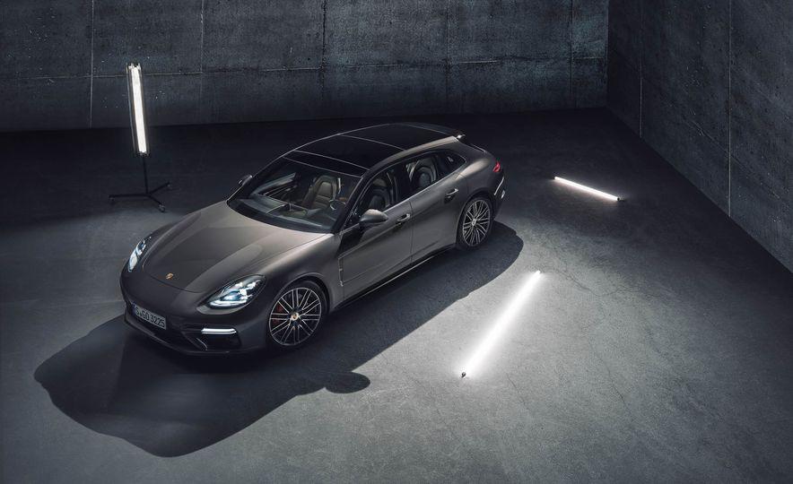 2018 Porsche Panamera Sport Turismo - Slide 35