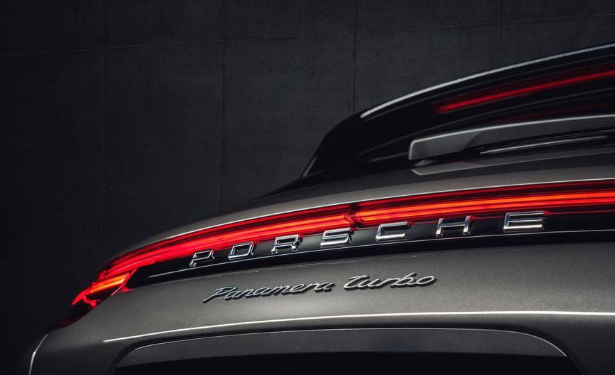 2018 Porsche Panamera Sport Turismo - Slide 40