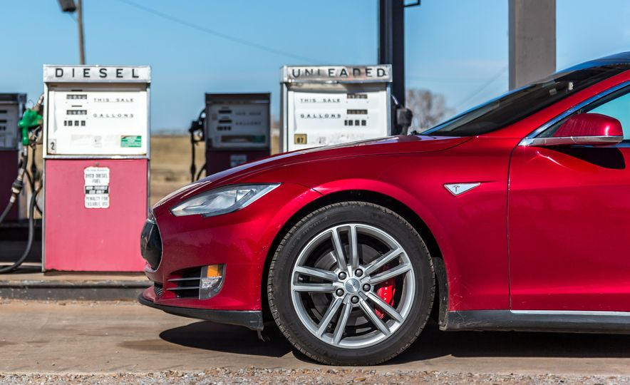 2015 Tesla Model S P85D - Slide 8