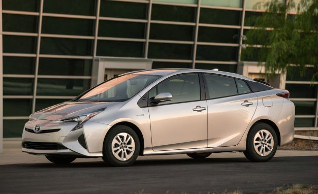 2017 Toyota Prius Chops $1210 from Price with New Base Model