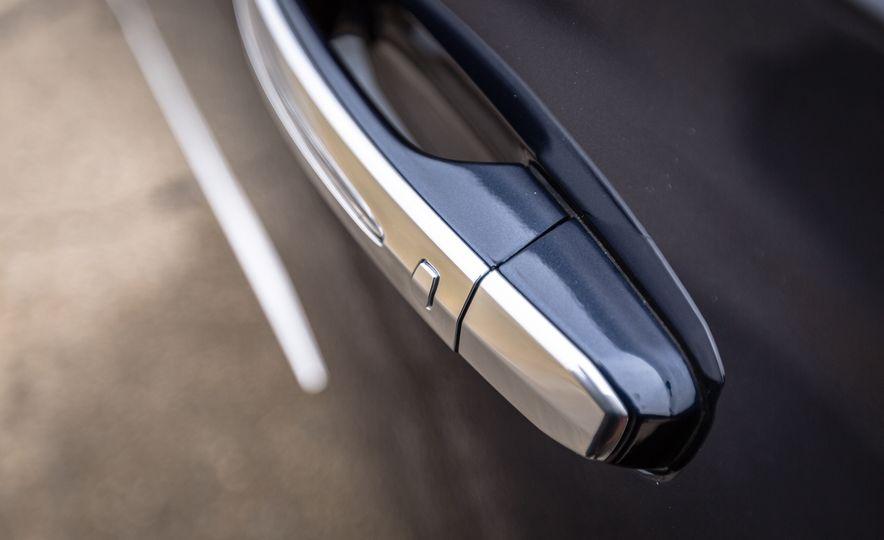 2017 Cadillac Escalade - Slide 15
