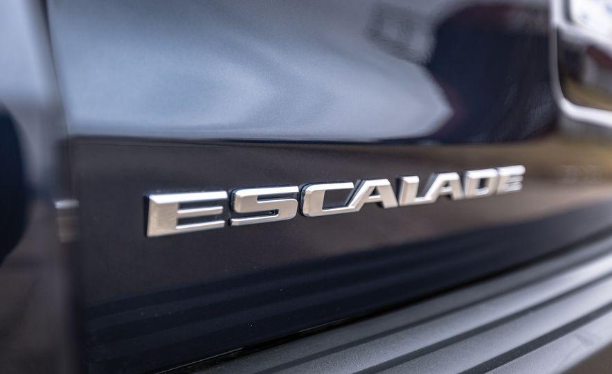 2017 Cadillac Escalade - Slide 17
