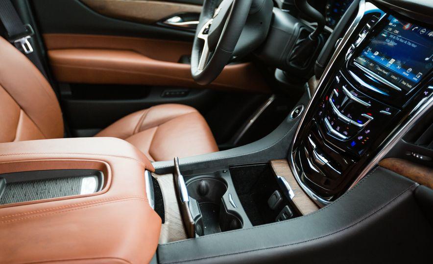2017 Cadillac Escalade - Slide 28
