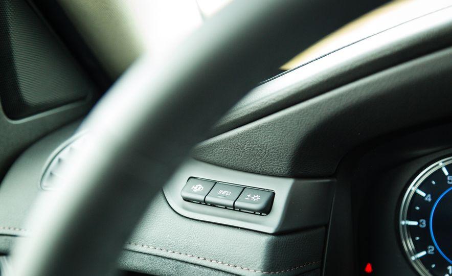 2017 Cadillac Escalade - Slide 31
