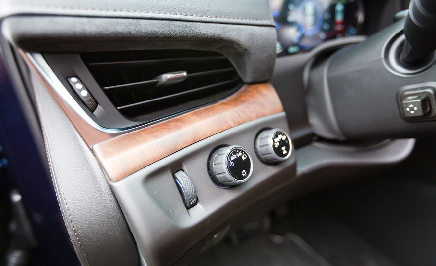 2017 Cadillac Escalade - Slide 32