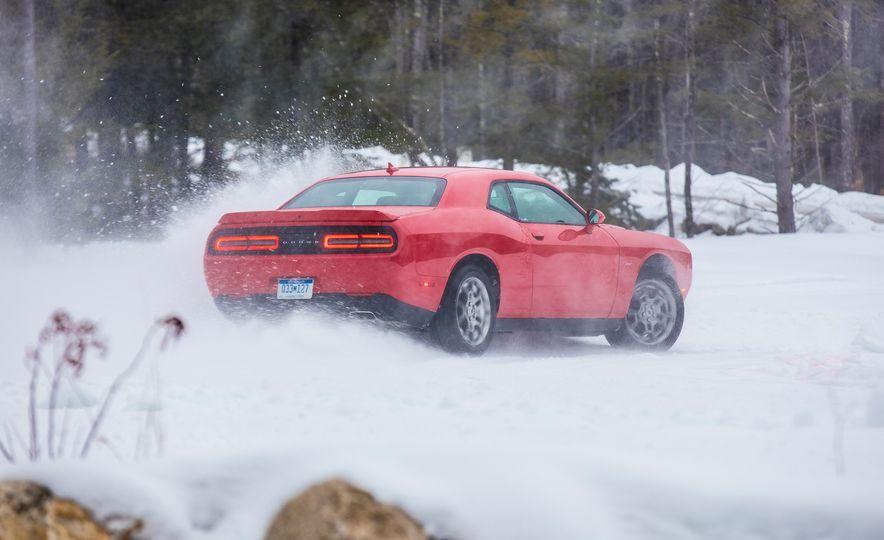 2017 Dodge Challenger GT AWD - Slide 17