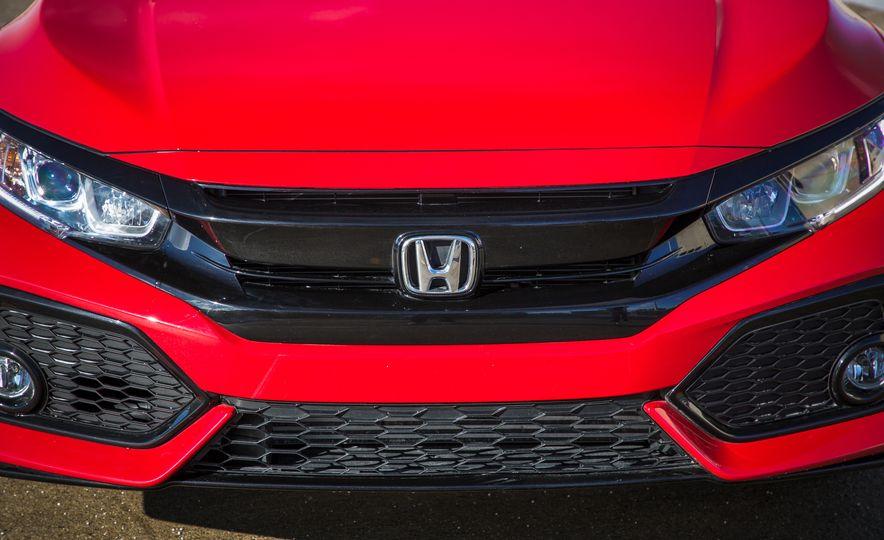 2017 Honda Civic hatchback - Slide 12