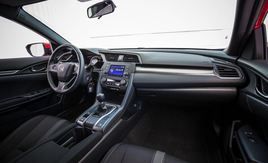 2017 Honda Civic hatchback - Slide 24