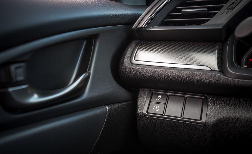 2017 Honda Civic hatchback - Slide 34