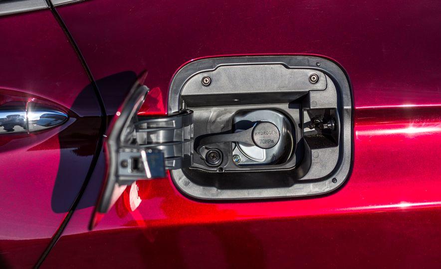 2017 Honda Clarity Fuel Cell - Slide 15