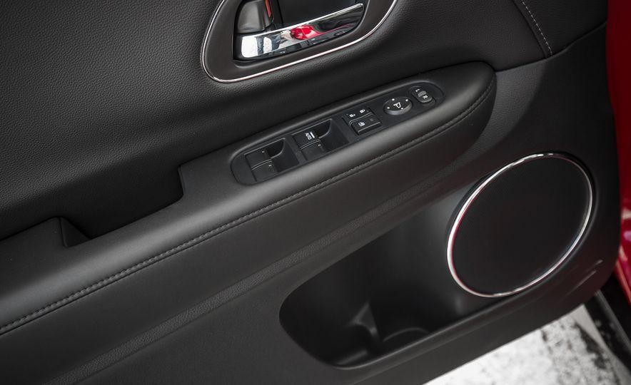 Honda Vezel Hybrid RS - Slide 20