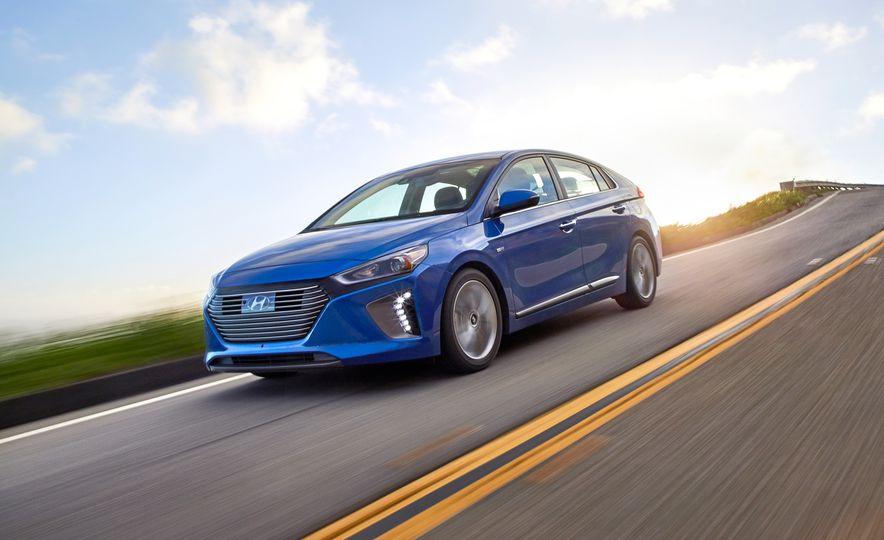 2017 Hyundai Ioniq hybrid - Slide 3