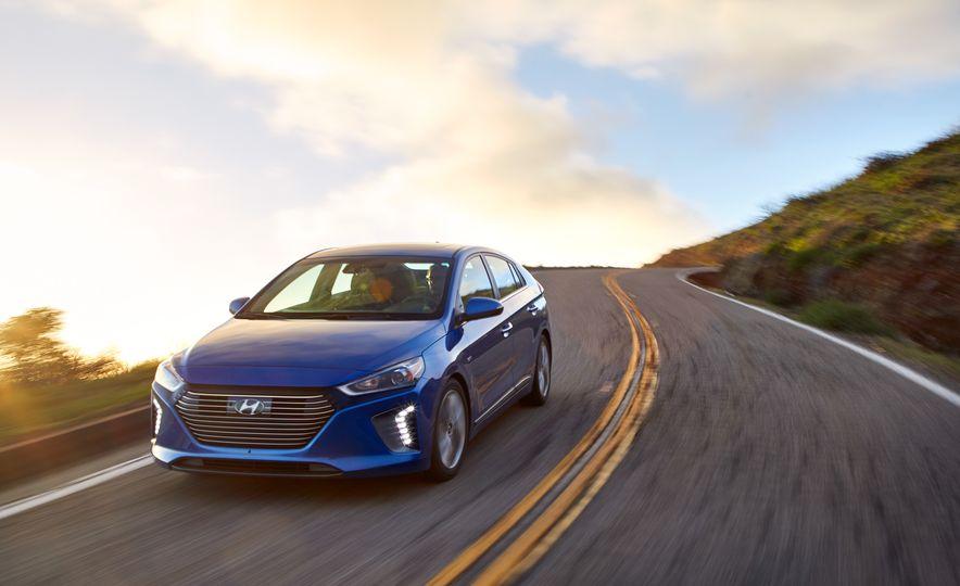 2017 Hyundai Ioniq hybrid - Slide 1