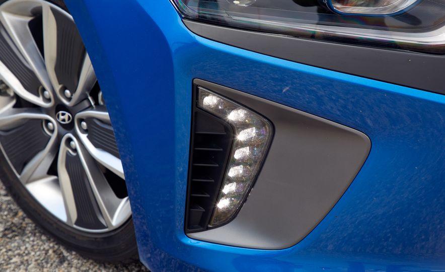 2017 Hyundai Ioniq hybrid - Slide 9