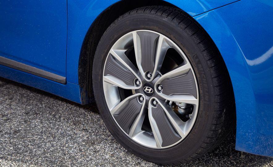 2017 Hyundai Ioniq hybrid - Slide 11