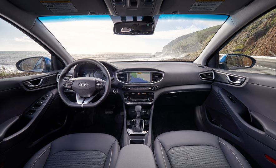 2017 Hyundai Ioniq hybrid - Slide 13