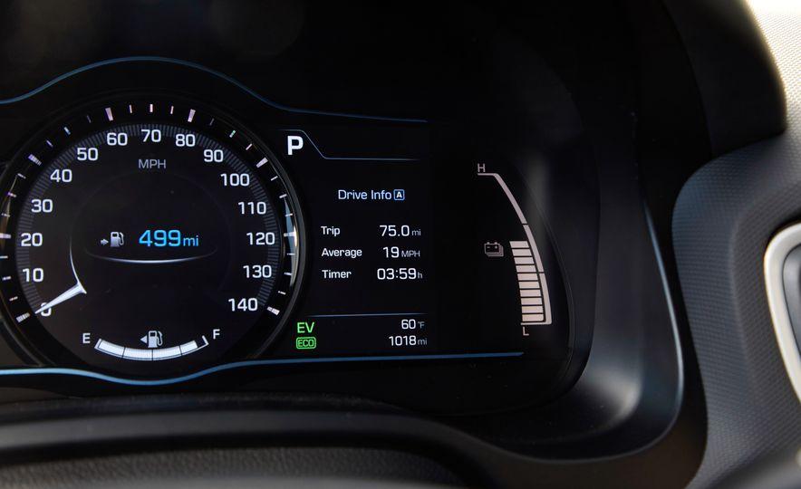 2017 Hyundai Ioniq hybrid - Slide 14