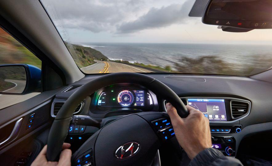 2017 Hyundai Ioniq hybrid - Slide 17