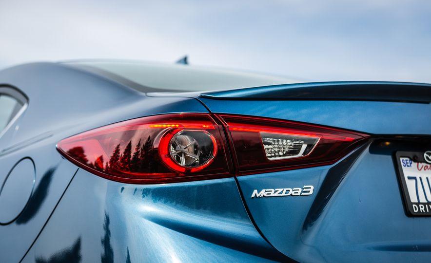 2017 Mazda 3 - Slide 24